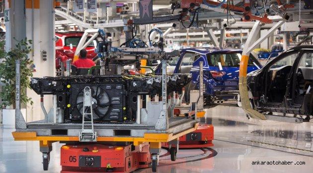 SEAT Üretim Merkezinde 2 Bin Robotun Dansı!